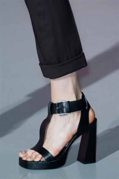 Costume-National_editoriale_scarpe