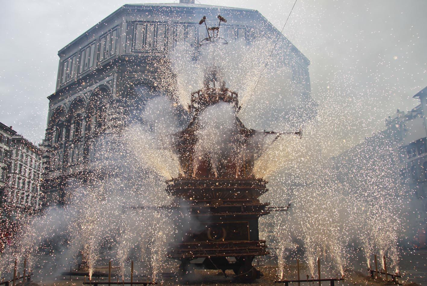 """Пасха в Италии: """"взрыв повозки"""""""