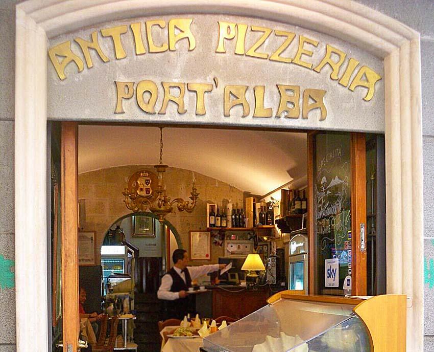 Самые знаменитые пиццерии Неаполя. Antica Pizzeria Port'Alba  Фото: ©Надежда Феденко