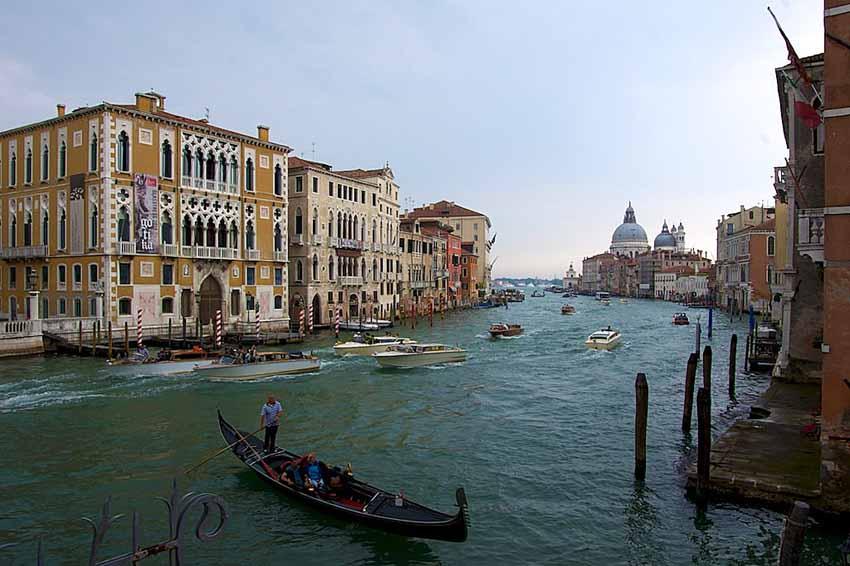 Венеция, вид с моста Академии