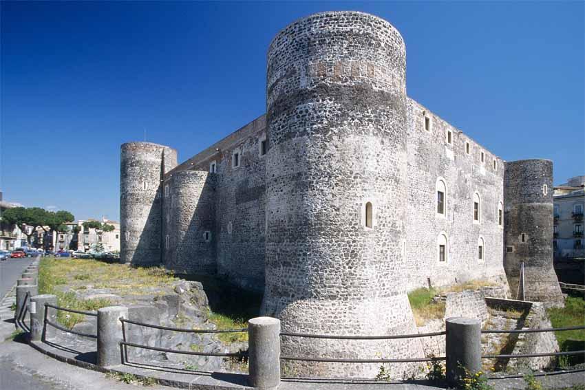 Катания и достопримечательности: Замок Урсино