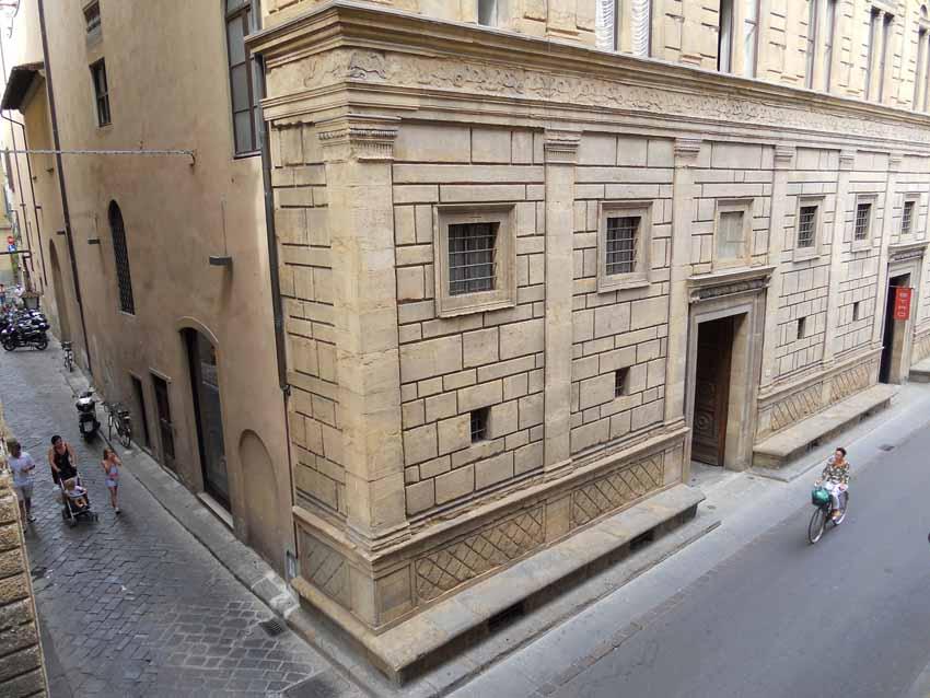 Дворец Ручеллаи