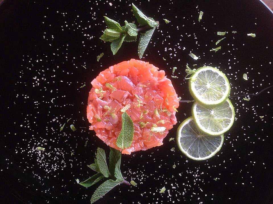 Тартар из маринованного лосося: рецепт с фото