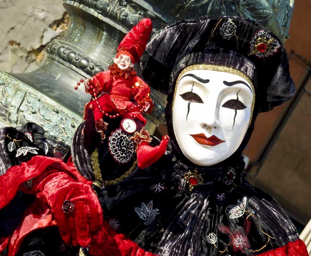 CC BY  Frank Kovalchek  Claudine at the 2010 Carnevale in Venice