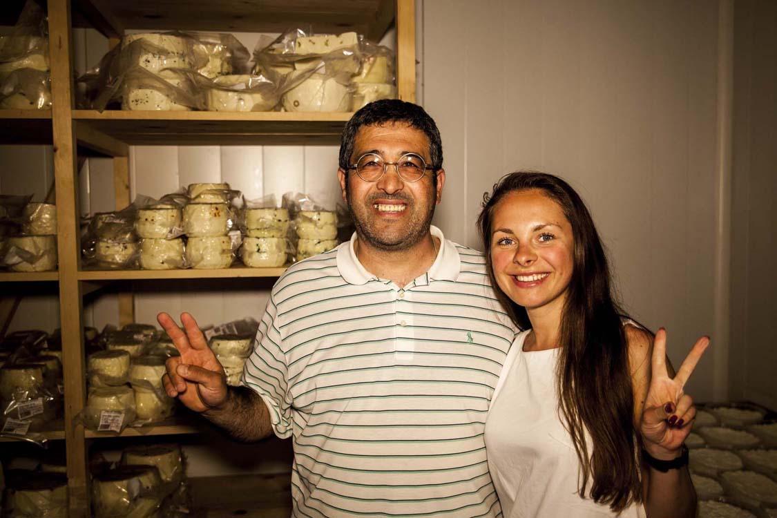 Наталья с сыроделом господином Импеччике в Марсале на его сыроварне