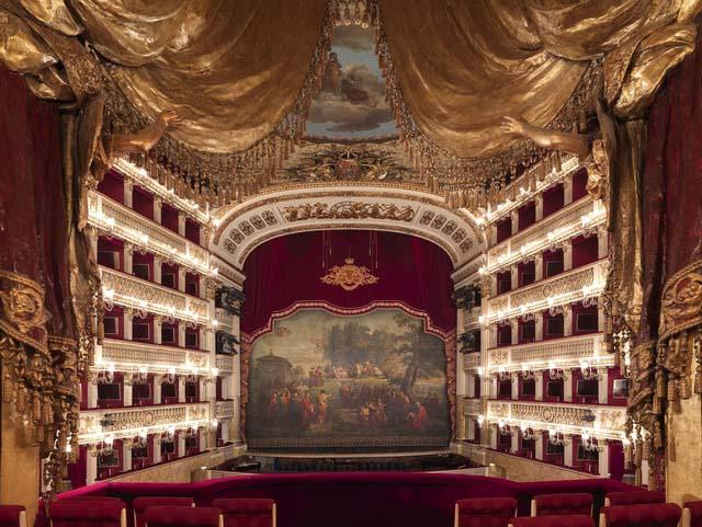 Театро ди Сан-Карло Неаполь