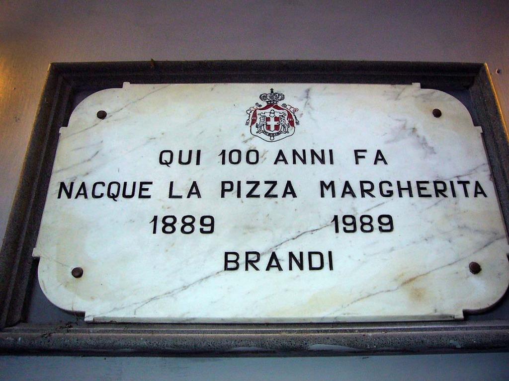 Самые знаменитые пиццерии Неаполя  Pizzeria Brandi  Фото: Сами Кейньянен, CC-BY-SA
