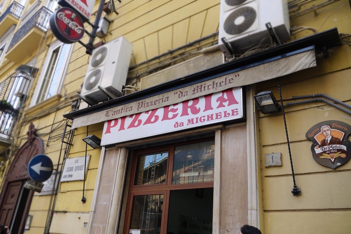 Самые знаменитые пиццерии Неаполя. Pizzeria Da Michiele  Фото: Ричард, CC-BY-SA
