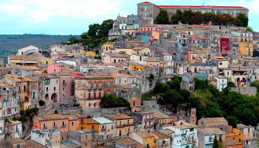 Лучшие курорты Сицилии Panoramica_Ragusa_Ibla, Vater_fotografo, CC BY-SA