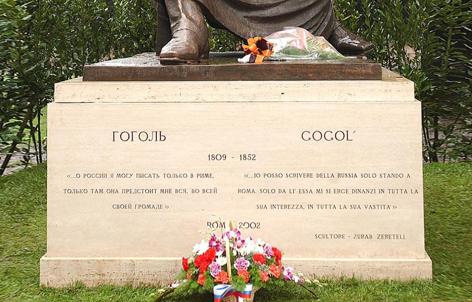 Monumento_di_Nikolay_Gogol_(Villa_Borghese,_Roma,_Italia)2