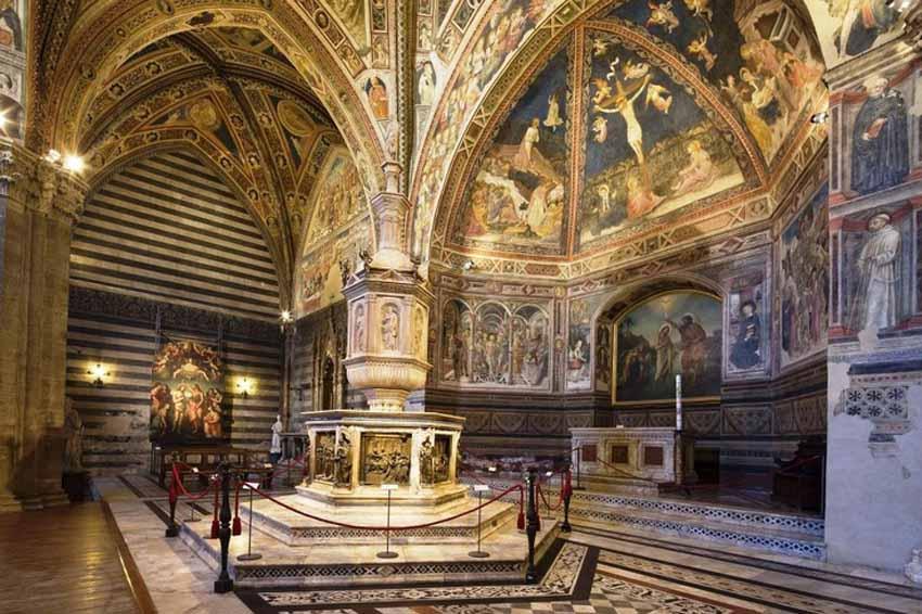 Сиена, Италия – достопримечательности (Баптистерий) Thinkstock