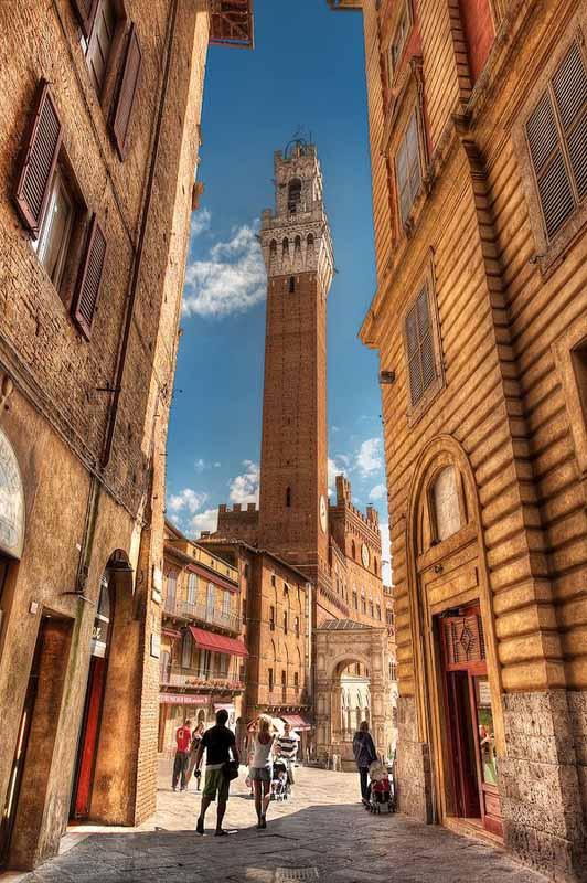 Сиена, Италия – достопримечательности (Торре-дель-Манджиа) Thinkstock
