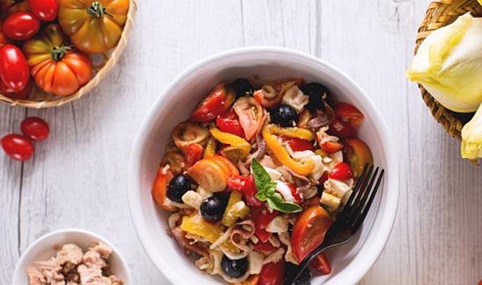 простой рецепт салат с консервированным тунцом