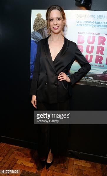 Хлоя Пирри в костюме от Blumarine